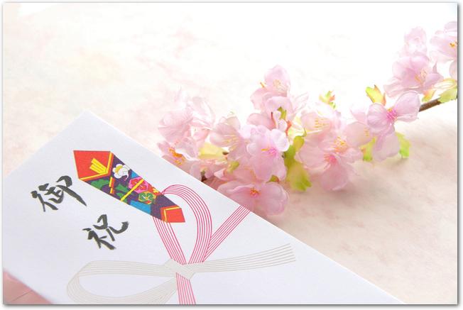 桜の枝とのし袋