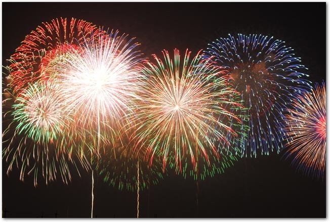 PL花火大会の大輪の打ち上げ花火の様子