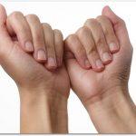 爪に縦の筋が入るのはなぜ?治すには?ボロボロになるのを対策するには?